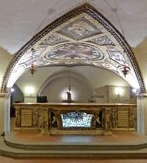 Relikviene av Floridus og Amantius i Altare dei Corpi Santi i krypten i katedralen